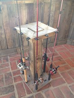 Fishing Pole Rack-- the hubby can make this Diy Fishing Rod Holder, Fishing Rod Stand, Fishing Pole Storage, Fishing Poles, Pallet Crafts, Wood Crafts, Wood Projects, Woodworking Projects, Pole Holders