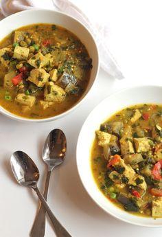 14. Crock-Pot Vegetable Curry With Tofu #crockpot #dinner #recipes http://greatist.com/eat/time-saving-crock-pot-recipes