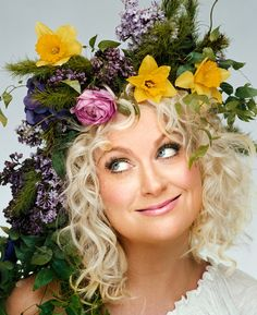 Amy Poehler did not earn my love through her skits on SNL, but through her witty and optimistic character on Parks and Recreations