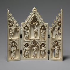 Home Decor Objects : Portable ivory shrines may have facilitated the transmission of style and composition throughout medieval Europe. This miniature example echoes larger altarpieces or tabernacle… Medieval Life, Medieval Art, Renaissance Art, Religious Images, Religious Art, Le Morse, Statues, Gothic Art, Sacred Art