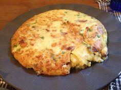 Tortilla de patatas paisana (con cebolla, pimiento y chorizo)