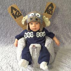 Mamãe fantasia seu filho para o Halloween durante o mês de outubro