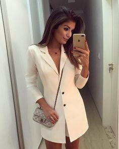 715 mil seguidores, 1,031 seguindo, 4,861 publicações - Veja as fotos e vídeos do Instagram de Blog Trend Alert (@arianecanovas) White Fashion, Look Fashion, Runway Fashion, Womens Fashion, Elegant Outfit, Classy Dress, Warm Outfits, Classy Outfits, Modest Fashion