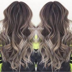 Belles Coiffures bouclés avec les cheveux longs - Cool Tone Ash Blonde en surbrillance Balayage