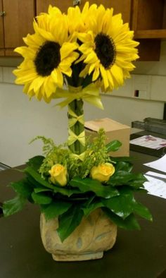 images of sunflower arrangements - Bing Images Church Flowers, Fresh Flowers, Silk Flowers, Beautiful Flowers, Ikebana, Sunflower Arrangements, Modern Flower Arrangements, Silk Arrangements, Deco Floral
