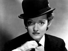 Bette se casó en cuatro ocasiones. La primera con Harmon Nelson entre 1932 y 1939, después en 1940 con Arthur Farnsworth, del que quedó viuda en el año 1943. Su tercer esposo fue William Grant Sherry, con quien contrajo matrimonio en 1945 y se divorció cinco años después. Por último se casó con el actor Gary Merrill en un enlace que duró diez años, desde 1950 hasta 1960.  Tuvo una hija con William Sherry llamada Barbara, y adoptó dos hijos con Gary Merrill, Michael y Margot.
