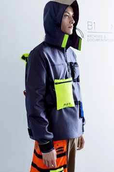 Check out the latest men's jackets. Cyberpunk Mode, Cyberpunk Fashion, Sport Style, Style Men, Sport Fashion, Mens Fashion, Fashion Trends, Fashion Fall, Style Fashion