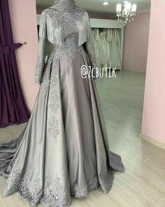 431 Likes, 17 Comments - z r ✂️ ✂️ ı n r n y y y ( on Ins . Muslimah Wedding Dress, Hijab Style Dress, Muslim Wedding Dresses, Muslim Dress, Hijab Evening Dress, Evening Dresses, Prom Dresses, Moslem Fashion, Dress Brokat
