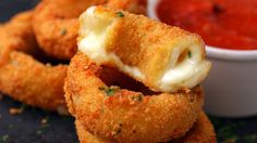 But 🚨 ~Mozzarella Stick Onion Rings~ 🚨 are GREAT. These Mozzarella Stick Onion Rings Should Run For President Food Network Recipes, Cooking Recipes, Cooking Tv, Vegetarian Recipes, Mozzarella Sticks, Queso Mozzarella, Onion Recipes, Food Cravings, Appetizers