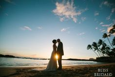 Bliss Bridalのブログへようこそ!型破りハワイ・ウェディングプランナーの独り言。 Beach Wedding Photos, Sunset Wedding, Hawaii Wedding, Beach Photos, Wedding Shoot, Wedding Pictures, National Kissing Day, Couple Photography, Wedding Photography