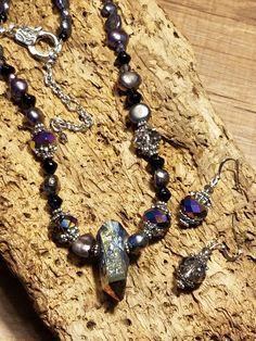 This the first of the beautiful necklace and earrings that my Bead Soup partner Bee gave me. This one is titanium quartz, Chinese crystals and fresh water pearls. This is a Wow piece. Water Pearls, Give It To Me, How To Make, Beautiful Necklaces, Fresh Water, Bee, Quartz, Soup, Chinese