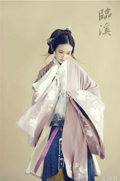 Hanfu(traditional han chinese clothing) photography. 临溪摄影 http://www.weibo.com/lxphoto
