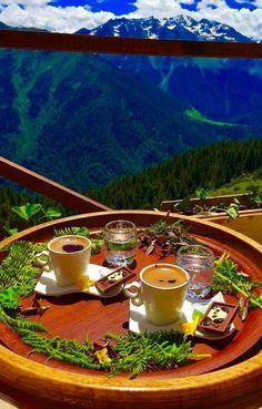 Coffee Vs Tea, Brown Coffee, Coffee And Books, Coffee Cups, Good Morning Coffee, Coffee Break, Montreal Botanical Garden, Breakfast Tea, Coffee Photography