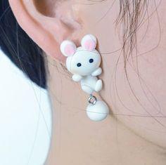 Sjov kanin ørering, 49 kr. Se vores mange sjove øreringe af plexiglas, eller smykkeler. http://uglenimosen.dk/produkter/71-sjove-oereringe/