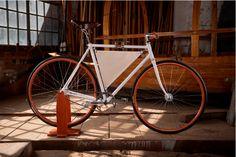 Essenziali e artigianali. Ecco le bici Revolton. Fron the lake of Como, wood and alum bike!