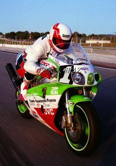 Kawasaki Zx7r, Kawasaki Ninja, Cafe Racer Motorcycle, Motorcycle Art, Jet Ski, E Portfolio, Japanese Motorcycle, Kawasaki Motorcycles, Old Bikes