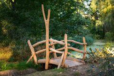 Brücke aus Robinie im Park Laucha von der Firma spielart GmbH Park, Garden Bridge, Garden Inspiration, Outdoor Structures, Beer Garden, Playground, Photo Illustration, Parks