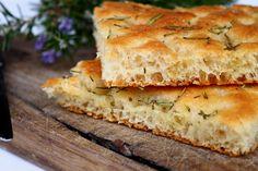 Focaccia Brood met Rozemarijn - http://www.pizza.nl/recepten/focaccia-brood-met-rozemarijn
