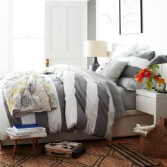 Pretty white and grey wide stripes. I like the puffy feather comforter!