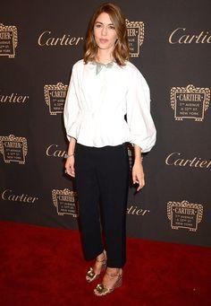 Fashion Week New York 2016: Sofia Coppola lässt sich in einem schlichten Ensemble blicken, das dennoch alle Blicke auf sich zieht. Die Ärmel ihrer Bluse sehen aber auch zu fantastisch aus!