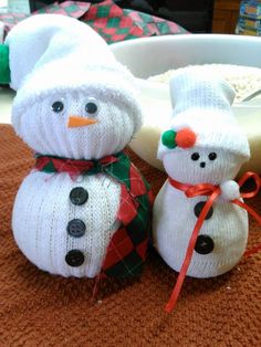 A detailed tutorial on how to make snowmen from socks. These Sock Snowmen make wonderful gifts and are perfect for any craft fair.