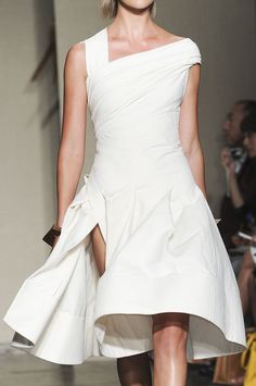 Another stunning Donna Karan - this is so fresh!! And these lines are exquisite!!