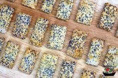 Jednoduchý a rychlý recept na domácí makové krekry. Recept obsahuje i bezlepkovou variantu. Food And Drink, Gluten Free, Bread, Sweet, Recipes, Glutenfree, Rezepte, Sin Gluten, Breads