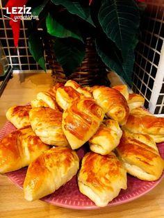 Kıyır Kıyır Midye Poğaça - Leziz Yemeklerim Pretzel Bites, Bread Baking, Hamburger, Food And Drink, Pizza, Baking, Burgers