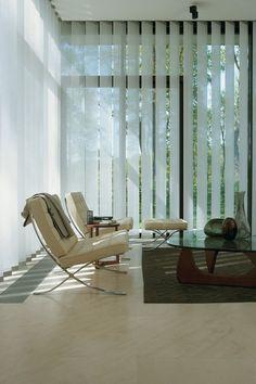 Lamellgardiner Lamellgardiner kombinerer funksjonelt solbeskyttelse med dekorasjon og gir de store vinduspartiene, som vi i dag ser i mange moderne hjem, en herlig tekstilfølelse. Lyset regulerer du ved å vri de loddrette lamellene, som kan stilles inn helt presist, slik at kun ønsket lys slipper inn. Fleksible gardiner Gardinens store variasjon gjør at ditt …