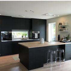 Čierna moderna kuchynsla link nabytok