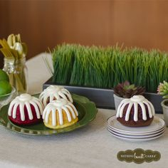 Go for a more natural look for your table this St. Patrick's Day. Limes and wheatgrass give the table a softer, eco-friendly look. Don't forget the muted gold plasticware! | Nothing Bundt Cakes