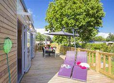 Terrasse avec salon de jardin  #locationcamping #locationvacancecamping #YellohVillage #mobilhome #emplacements #hebergementsinsolites #camping5etoiles  http://www.camping-bretagne-oceanbreton.fr/location/cottage-4-personnes-lodge-premium.html