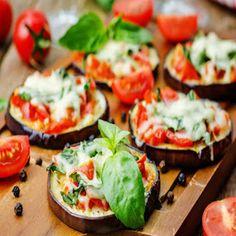Mini Baked Eggplant Pizza Bites - Fry's Food Stores Ways To Cook Eggplant, Eggplant Pizza Recipes, Eggplant Pizzas, Baked Eggplant, Vegan Eggplant, Aubergine Pizza, Zucchini Pizza Bites, Pesto Pizza, Mini Pizzas