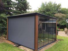 Deponti glaswanden en ritsscreen geplaatst in Heesch.. #veranda #deponti #topline #verandasproducten #tuin #garden #gardering #placeforfamily #ravenstein #glaswanden #heesch