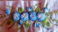 artesenatos de fitas e sianinhas: Trabalho em fitas e sianinhas
