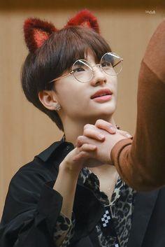𝔭𝔦𝔫𝔱𝔢𝔯𝔢𝔰𝔱: 𝔣𝔢𝔱𝔦𝔰𝔪𝔤 K Pop, Cat Eye, Kids Wallpaper, Kid Memes, Boy Groups, Cats, My Boys, Boyfriend Material, Kpop Boy