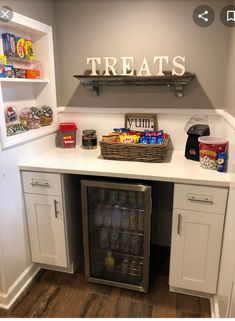 Home snack bar Home theater Beverage station Home - Heimkino - mit bar Theater Room Decor, Movie Theater Rooms, Home Cinema Room, Home Theater Design, Game Room Decor, Movie Theater Snacks, Movie Rooms, Tv Rooms, Game Rooms