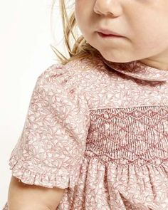 Such a pretty pink smocked dress with ruffle on the sleeve. Little Girl Outfits, Little Girl Dresses, Kids Outfits, Punto Smok, Girls Smocked Dresses, Baby Dress Design, Smocking Patterns, Heirloom Sewing, Smock Dress
