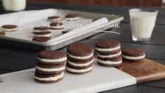 Biscuits « Oreo » maison   Cuisine futée, parents pressés Homemade Oreo Cookies, Oreo Cookie Recipes, Biscuit Oreo, Biscuit Cookies, Pastry Recipes, Baking Recipes, Quebec, Biscotti, Oreo Ice Cream