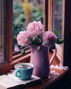 Good Morning Coffee Gif, Coffee Break, Coffee Cafe, Coffee Shop, Tout Rose, Deco Floral, Coffee Photography, Morning Flowers, I Love Coffee