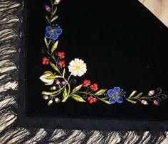 Antique and vintage shawl. Vintage Antiques, Shawl, Veils, Paisley