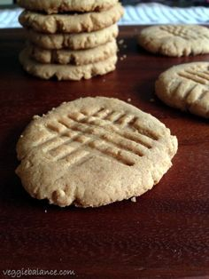 Skinny Peanut Butter Cookies - No oil, butter and low sugar, with just 65 calories a cookie! -Veggiebalance.com
