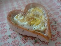 Czary w kuchni- prosto, smacznie, spektakularnie.: Jajko zapiekane...w serce. Eggs, Tasty, Lunch, Breakfast, Healthy, Food, Meal, Egg, Lunches