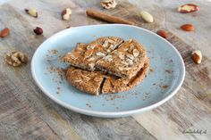 Vandaag hebben wij deze heerlijke koolhydraatarme speculaasbrokken gemaakt. Alweer het tweede recept uit onze reeks Sinterklaas recepten!De speculaasbrokken zijn gemaakt vanamandelmeel, lijnzaad, boter, ei en koek & speculaas kruiden. Low Carb Recipes, Diet Recipes, Cake Recipes, Cooking Recipes, Healthy Recipes, Healthy Cake, Healthy Treats, Stevia, Almond Flour