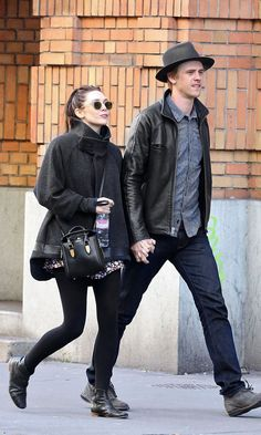 Olsens Anonymous Blog Elizabeth Olsen Boyd Holbrook Out In Paris Holding Hands Leather Detailed Coat Leggings 2 photo Olsens-Anonymous-Blog-Elizabeth-Olsen-Boyd-Holbrook-Out-In-Paris-Holding-Hands-Leather-Detailed-Coat-Leggings.jpg