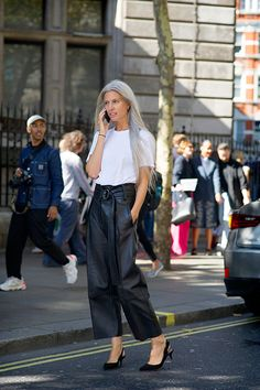 15 x 20 Sarah Harris, Street Style Blog, Street Chic, Grey Fashion, Leather Fashion, Women's Fashion, Leather Trousers Outfit, Grey Hair Inspiration, Style Inspiration