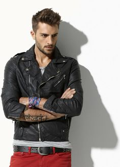 I like this look + tattoo. The guy isnt too bad either :P