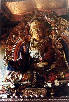 guru rinpoche  Om Ah Hum Vajra Siddhi Padma Guru Hum Dinâmico e irado domador de maras, dissipador de todos os impedimentos!