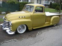 cars with fender skirts 1954 Chevy Truck, Chevrolet Trucks, Toy Trucks, Pickup Trucks, Classic Trucks, Classic Cars, Lowrider Trucks, Christmas Truck, Vw Cars