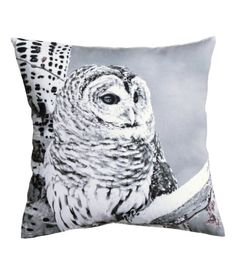 Cushion cover in cotton twill with a photographic printed design at front, solid-color back, and concealed zip.